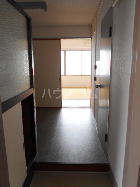 第5フジサンビル 205号室の玄関