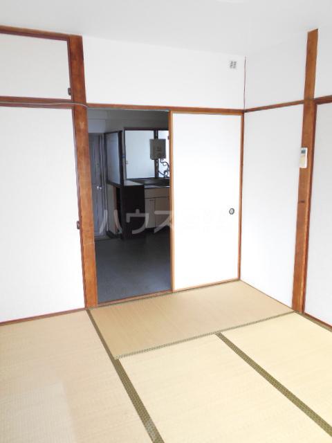 第5フジサンビル 205号室のリビング