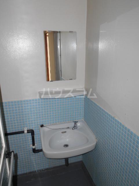 第5フジサンビル 205号室の洗面所