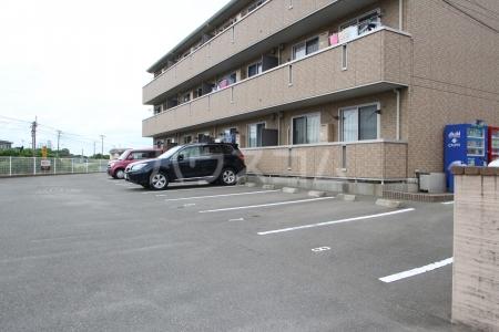 リヴェール21 202号室の駐車場