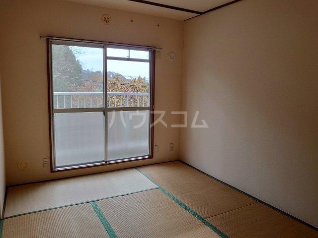 ウィンローレルマンション 203号室の居室