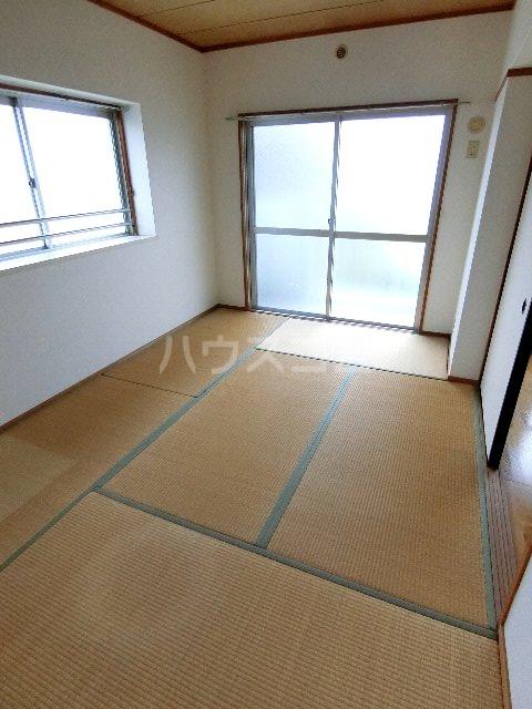 エステート筥松 301号室の居室
