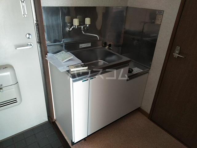 第7ファミリーハイツ 101号室のキッチン