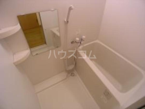 コンフォートベネフィス鳥飼Ⅰ 101号室の風呂