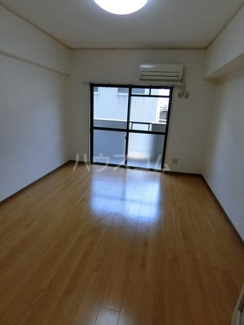 第5マルヤビル原田 302号室のリビング