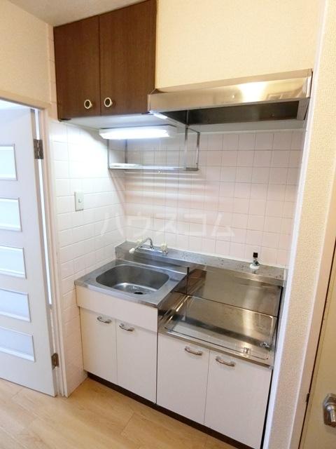 第5マルヤビル原田 302号室のキッチン