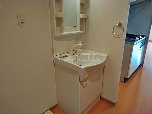 コンフィアンサ等々力 602号室の洗面所