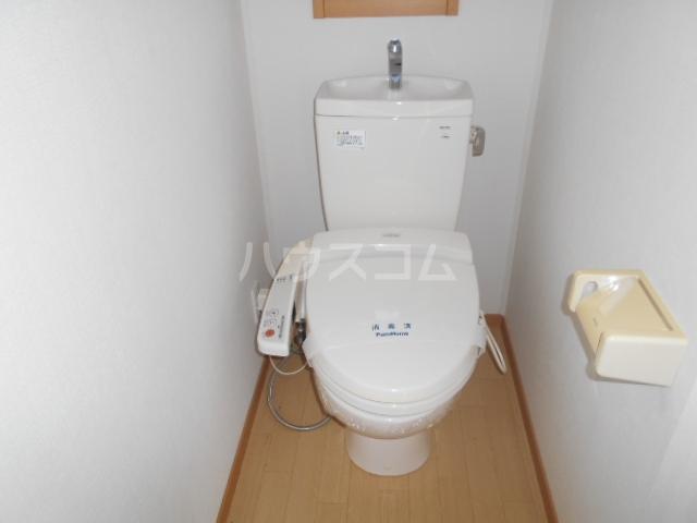 ソレイユD 101号室のトイレ
