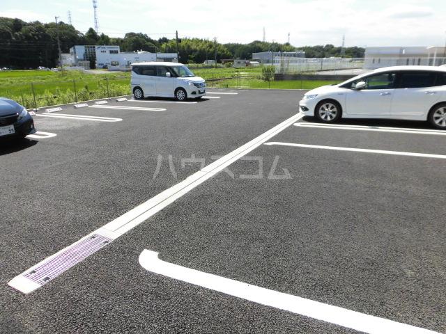 メルベーユK 103号室の駐車場
