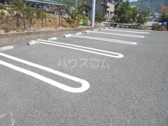E.L.T. Bの駐車場