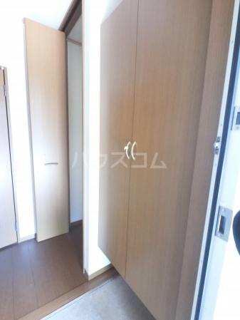 ヴィラージュ・ガーデンA 103号室の玄関