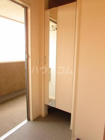 ぱるタウン B 202号室の玄関