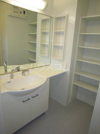 ブルート 101号室の洗面所