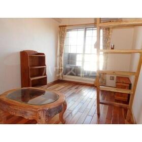 ユトリロ平川本町 208号室のリビング