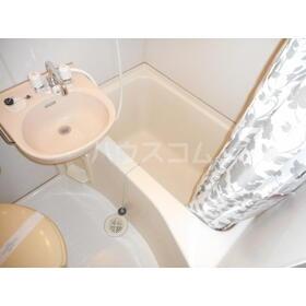 ユトリロ平川本町 208号室の風呂