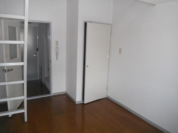リバティ中浦和A棟 203号室のリビング
