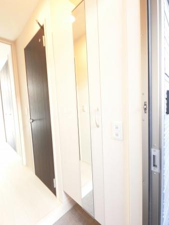 Grant・Ⅰ 105号室の玄関
