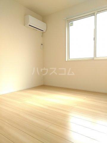 グリーンステージ松井A 201号室のリビング