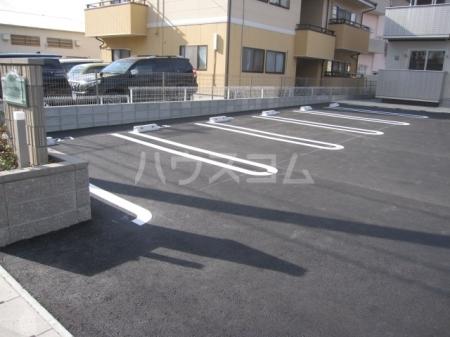 コンフォール西小鷹野Ⅱ 103号室の駐車場