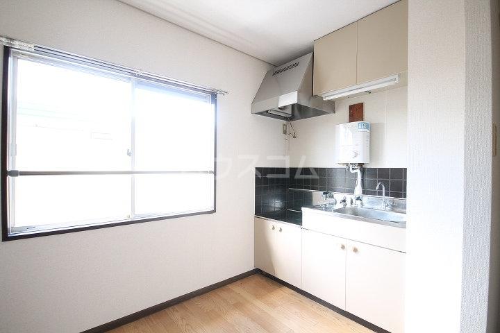 メゾンクレブラン・ドゥズィエム 202号室のキッチン