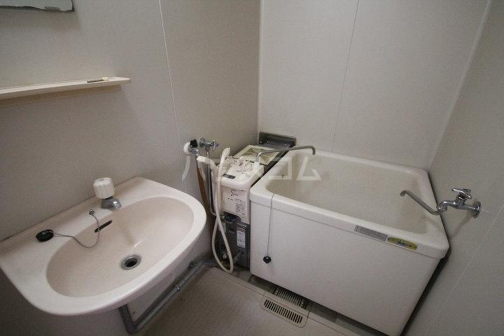 メゾンクレブラン・ドゥズィエム 202号室の風呂