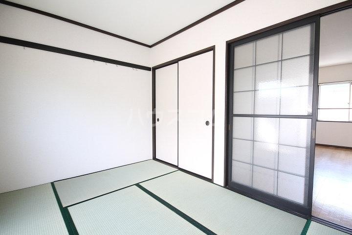 メゾンクレブラン・ドゥズィエム 202号室の居室