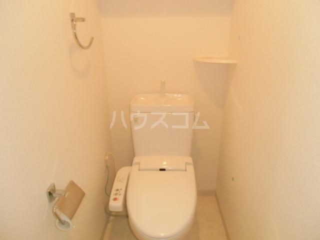 レジディア三軒茶屋Ⅱ 102号室のトイレ