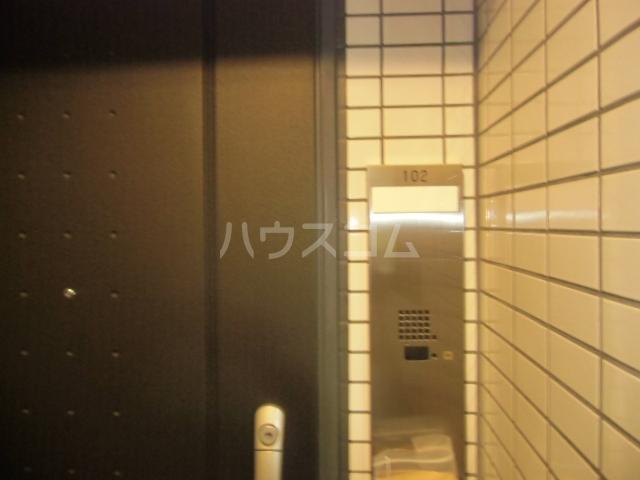 レジディア三軒茶屋Ⅱ 102号室の玄関