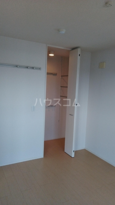 ハピネス コスモ 301号室の収納