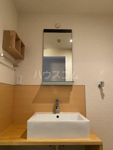 プログレスアサダ瓦町 205号室の洗面所