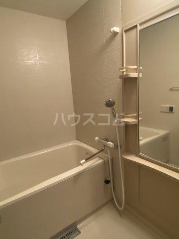 プログレスアサダ瓦町 205号室の風呂
