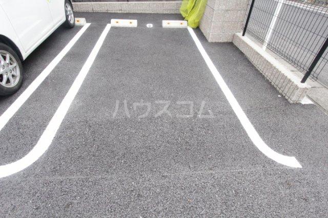 マクナーレ 102号室の駐車場