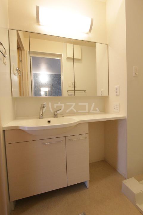 マクナーレ 102号室の洗面所