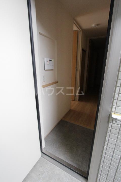 マクナーレ 102号室の玄関