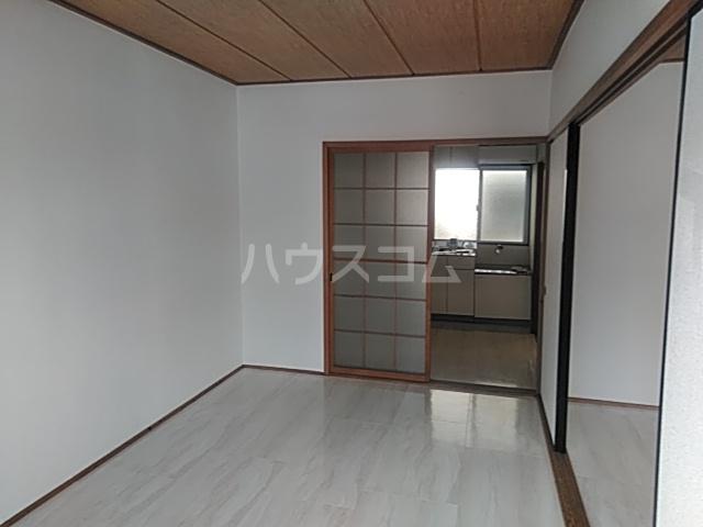 太田マンション 102号室のリビング