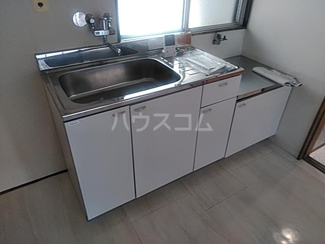 太田マンション 102号室のキッチン