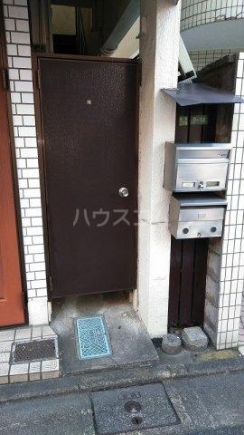 坂西荘 201号室のエントランス