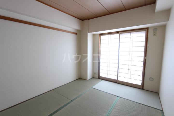 豊田神田町コーポラス 902号室の居室