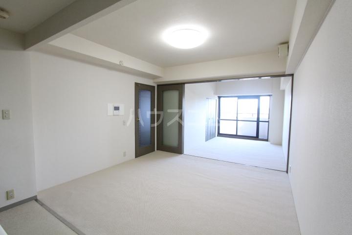豊田神田町コーポラス 902号室のリビング