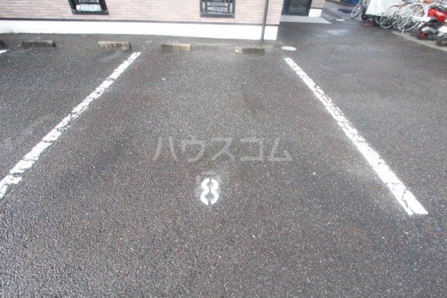 エクセレンス浄水 105号室の駐車場