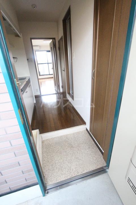 エクセレンス浄水 105号室の玄関