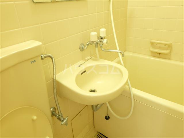メゾン・ド・ブランネージュ 201号室の洗面所