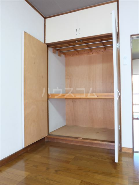 メゾン・ド・ブランネージュ 201号室の収納