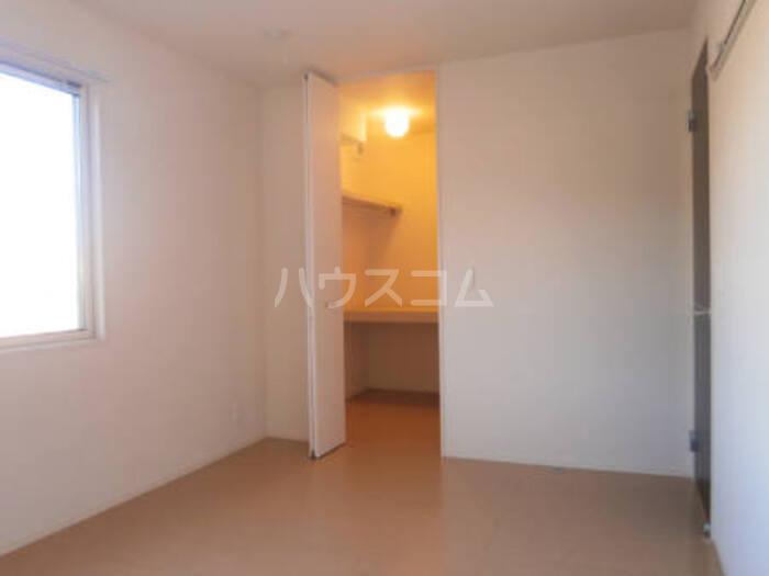 フルール・ド・ティアラE 206号室のベッドルーム