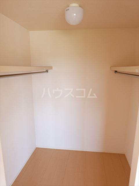 フルール・ド・ティアラE 206号室の収納