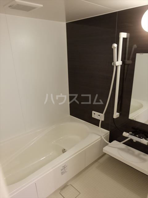 フルール・ド・ティアラE 206号室の風呂