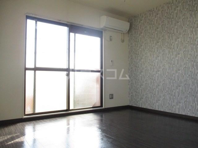 サンパレス木下 301号室のベッドルーム