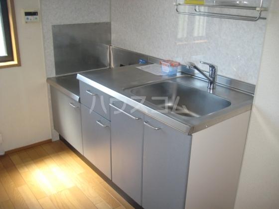 ホワイトヒル 202号室のキッチン