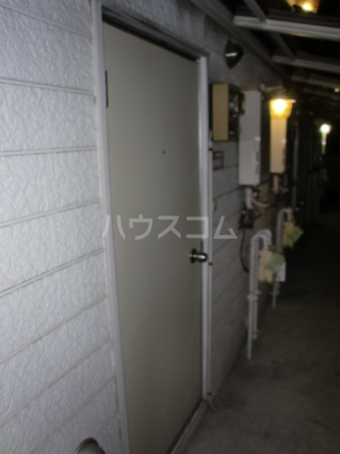 プラザ・ドゥ・ガロンヌD 107号室の玄関