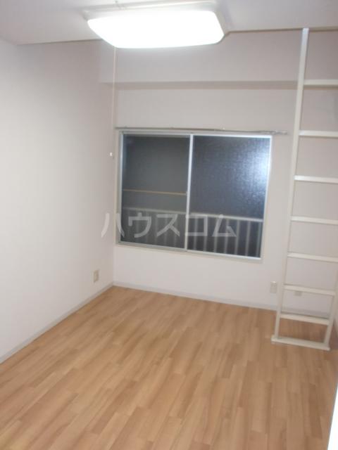 プラザ・ドゥ・ガロンヌD 107号室のリビング